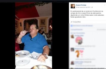 Robert 'toma vinho' antes de dispensar licitação em contrato