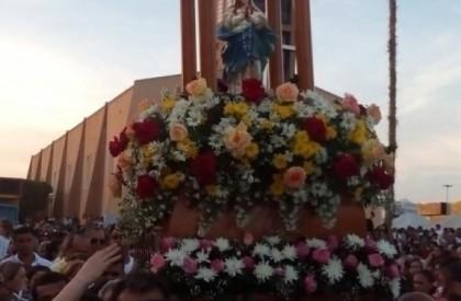 Procissão encerra festejos da padroeira em Barras