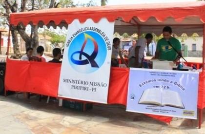Em Piripiri: Membros da Igreja Assembleia de Deus se revezam para ler a Biblia Sagrada em 72 horas