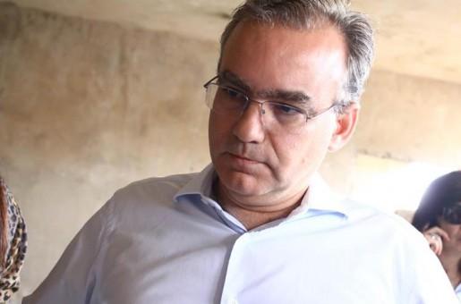 Firmino é acusado de descumprir Lei em licitação milionária