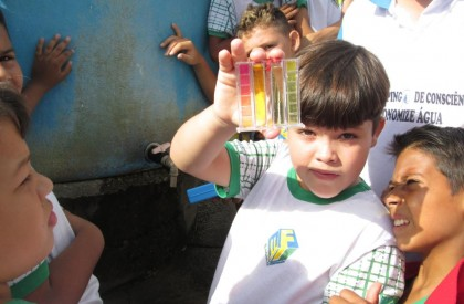 Alunos de escola municipal alertam para a economia de água