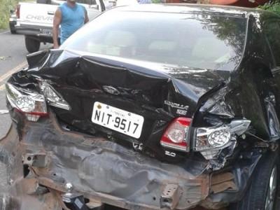 Cinco carros se envolvem em acidente na PI-113