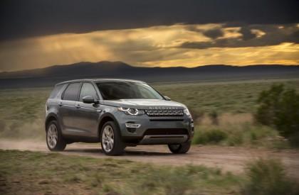 Land Rover grava comercial na Serra da Capivara