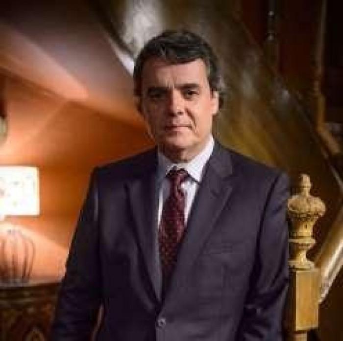 Evandro não morre em atentado, mas novela terá 'quem matou'