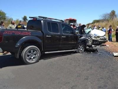 Grave acidente na BR 343 deixa jovem e criança mortos