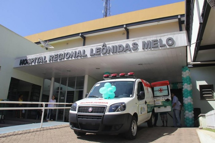 Hospital de Barras recebe nova ambulância do Governo do Estado