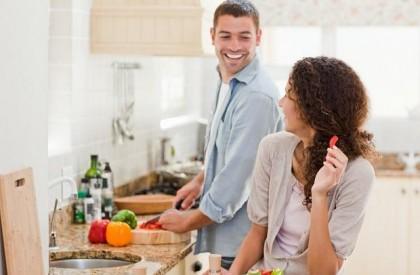Casais que dividem tarefas de casa fazem mais sexo...