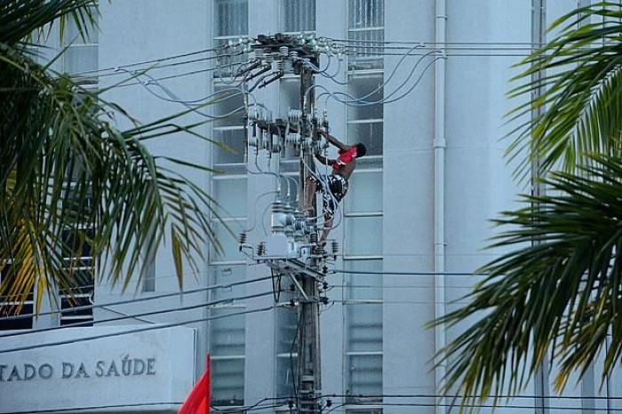 Homem morre eletrocutado durante ato com Dilma; Vídeo