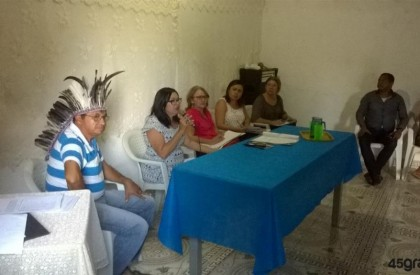 Órgãos estaduais se reúnem com comunidade indígena