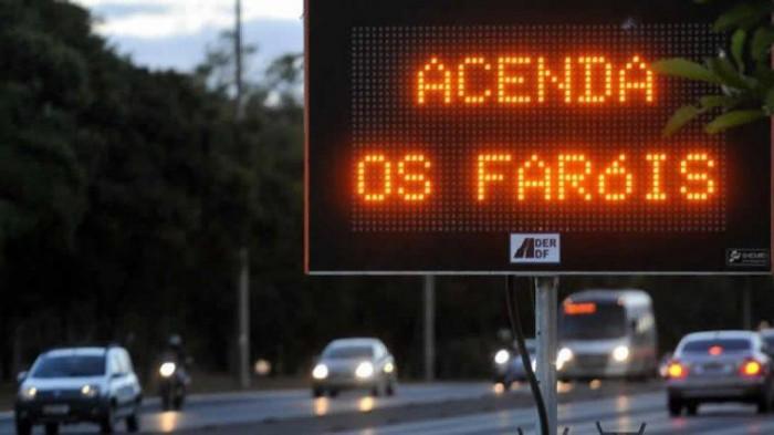 Lei do Farol Baixo continua suspensa no Brasil