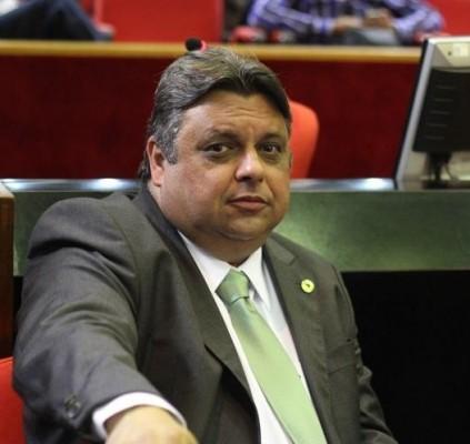 Deputado quer informações sobre asfaltamento em Picos