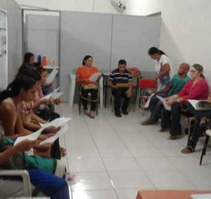 Alunos do EJA participam de aula temática...