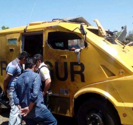 Bandidos explodem carro-forte na BR-343 e queimam...