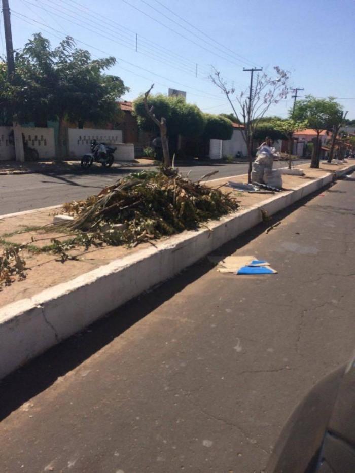 Greve dos caçambeiros deixa Coelho Neto sem coleta de lixo
