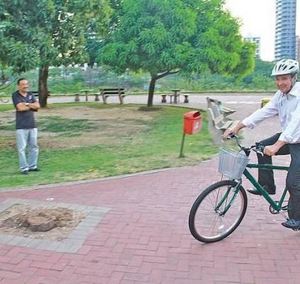 Governador pedala na inauguração de bicicletário na...