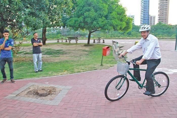 Governador pedala na inauguração de bicicletário na Potycabana
