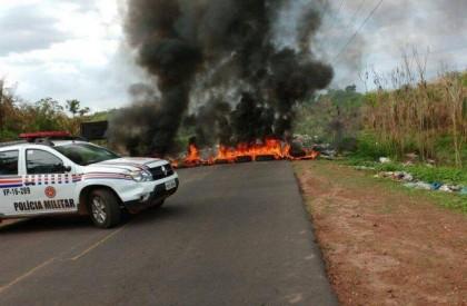 Em protesto, moradores de Coelho Neto exigem legalização de...