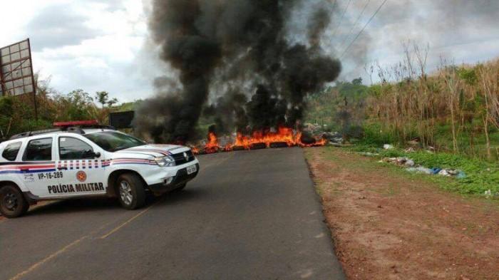 Em protesto, moradores de Coelho Neto exigem legalização de terras