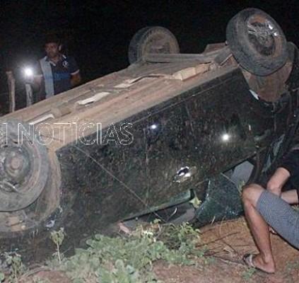 Carro capota e motorista tem cabeça decepada