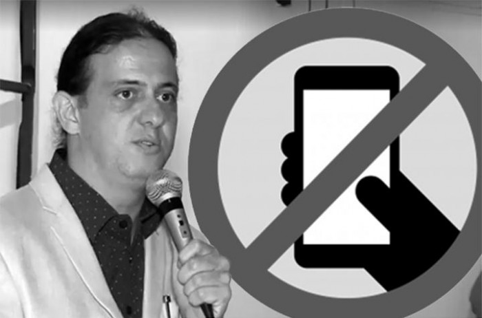 Pra falar com prefeito, deixe o celular na recepção