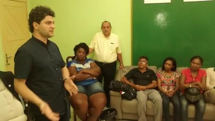 Nagib recebe professores durante manifestação na prefeitura