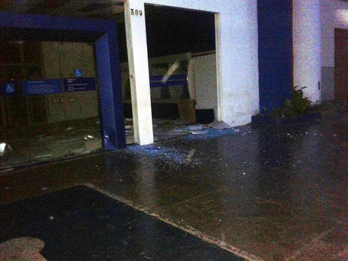 Bando explode terminais na Caixa de Altos e foge com dinheiro
