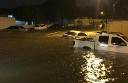 Chuva arrasta carros e causa mais prejuízos em Teresina