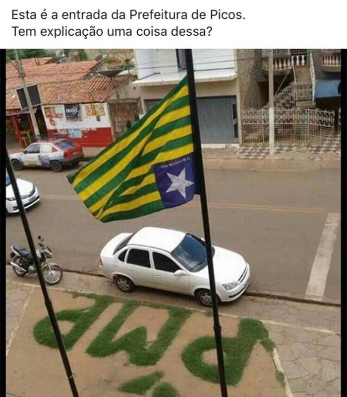 Prefeitura de Picos hasteia bandeira do Piauí de cabeça pra baixo