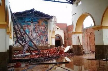 Teto de igreja desaba após forte chuva