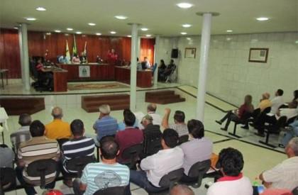 Vereadores analisam novo projeto para aumento de secretarias