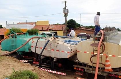 """Prefeitura retira 6 milhões de litros de água do """"Piscinão 2"""", em Parnaíba"""