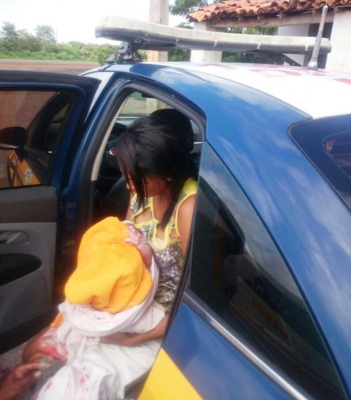 PRF auxilia em parto de mulher dentro de um ônibus na BR 316