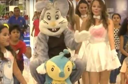 Coelhinho da Páscoa chega ao Caxias Shopping e diverte...