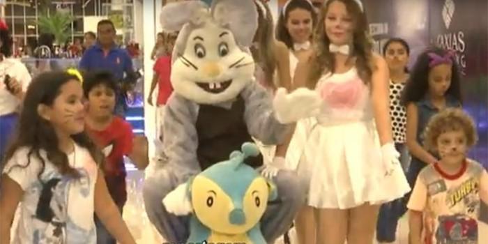 Coelhinho da Páscoa chega ao Caxias Shopping e diverte a criançada