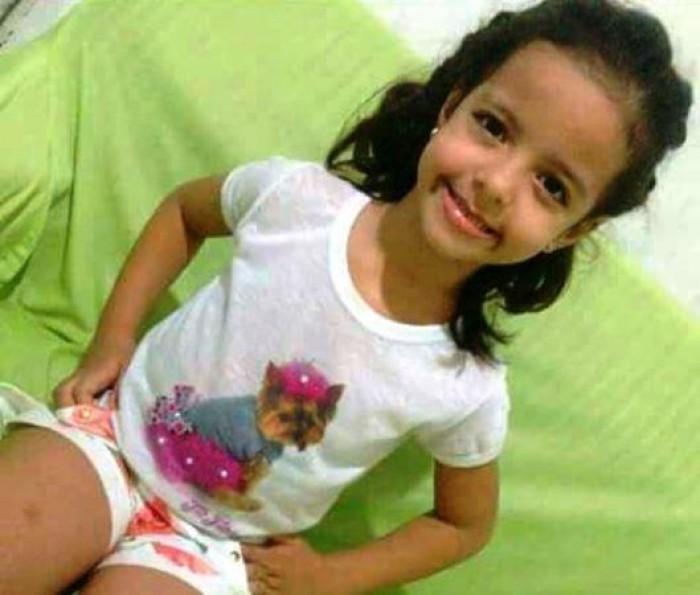 Criança de 6 anos morre após ser atropleada por caminhão