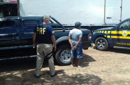 Em operação PRF recupera dois veículos roubados