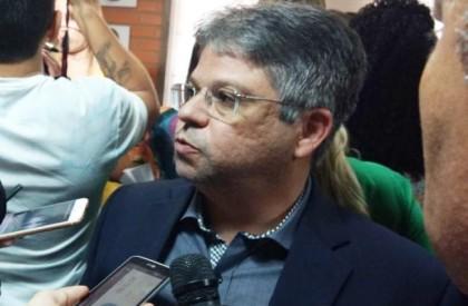 Gustavo Neiva critica má gestão de recursos em hospitais regionais