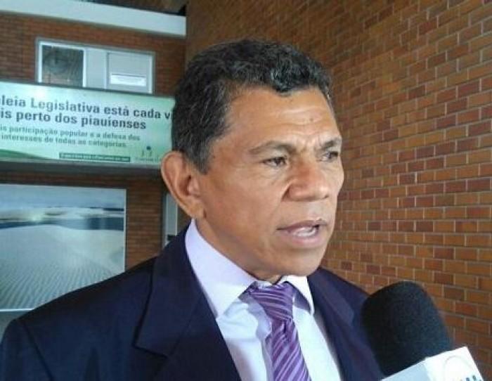 Líder do governo responde a críticas sobre PPP das rodoviárias