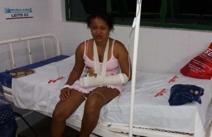 Grávida morre em acidente de moto ao desviar de animal
