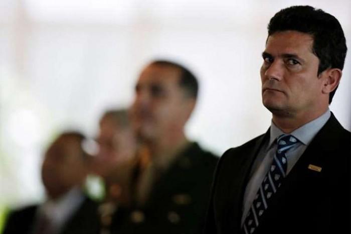 Moro recebe medalha do Exército em solenidade com Michel Temer