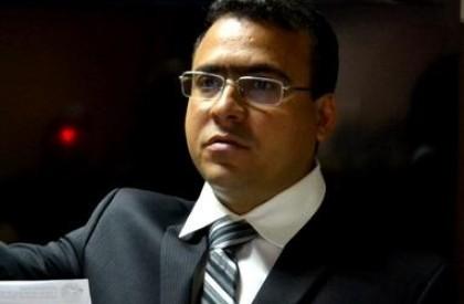 Mulher denuncia vereador Lázaro Rogério por agressão