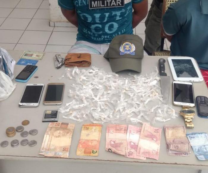 PM prende homem com 159 pedras de crack e celulares sem nota fiscal