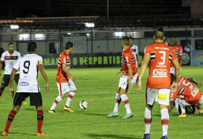River suou a camisa para vencer o Flamengo por 2x1