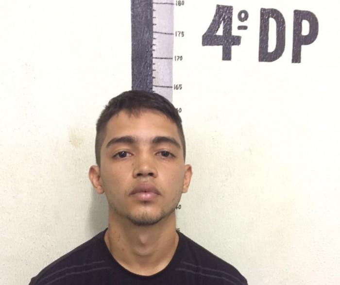 Após arrombamentos, jovem é preso com arma roubada de vigilante