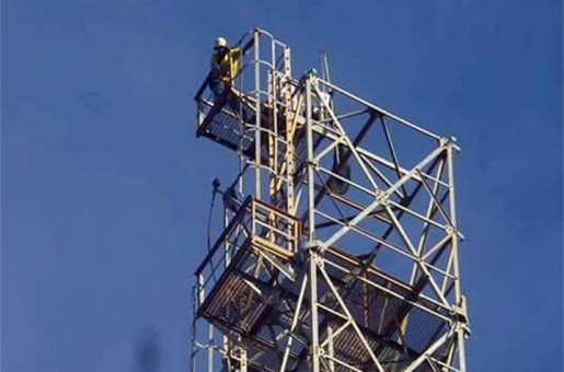 Floriano: Homem sobe em torre e diz que só desce quando Temer renunciar
