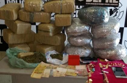 Pedagoga é presa acusada por tráfico de drogas