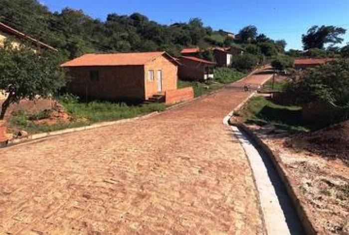 Santa Cruz dos Milagres recebe mais de 5 mil metros de calçamento