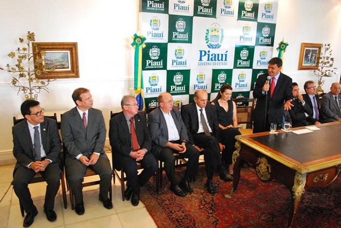 Setores do PMDB reclamam de poucos espaço no Governo