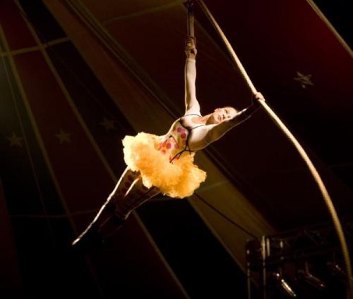 Bailarina de circo cai durante apresentação no Parque Piauí em THE