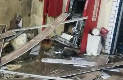 Bando explode caixa eletrônico do Comercial Carvalho em Timon